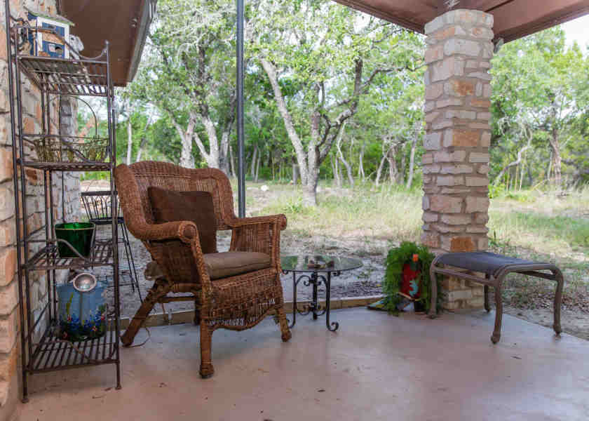 Indian Bluff House in Texas patio02-840x600_c