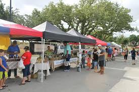 Enjoy fresh produce, eggs, baked goods, breakfast at lunch at the weekly Farmers Market.